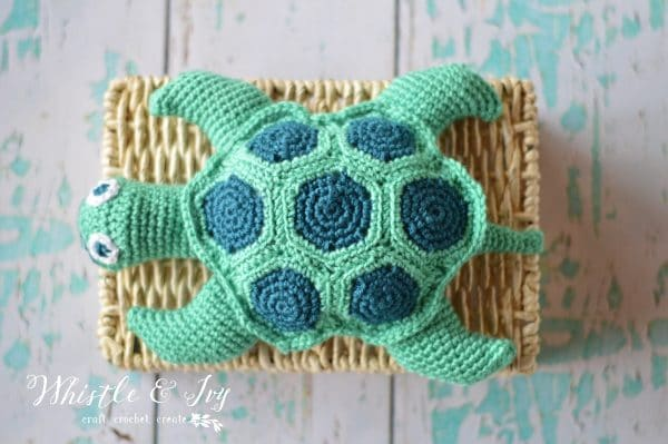 bright small crochet sea turtle free pattern