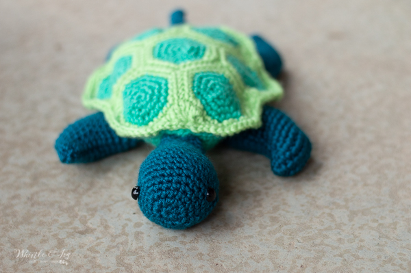 cute face crochet sea turtle free crochet pattern