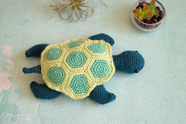 cute modern crochet sea turtle free crochet pattern