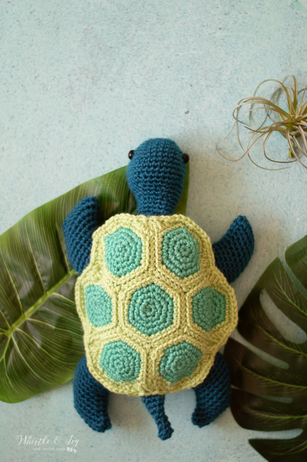 modern cute crochet sea turtle free crochet pattern