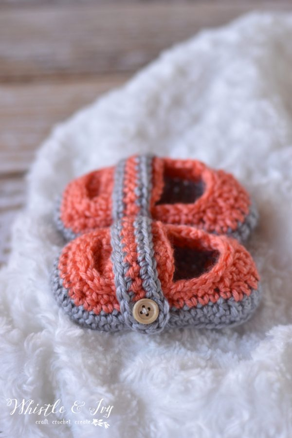 Free Crochet Pattern: Monk Strap Booties. Perfect for a baby girl or boy! {Whistle and Ivy}