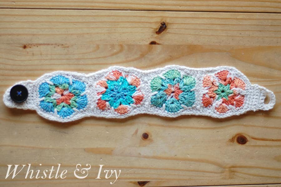 Free Crochet Pattern - African Flower Motif Head Warmer. So cozy, and so comfy for winter. {Pattern by Whistle and Ivy}
