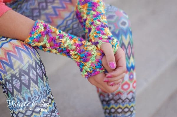 colorful 80s fishnet gloves free crochet pattern