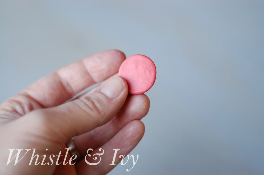 These beautiful monogrammed clay pendants are easy to make and fun to wear! Get the free tutorial by Whistle and Ivy