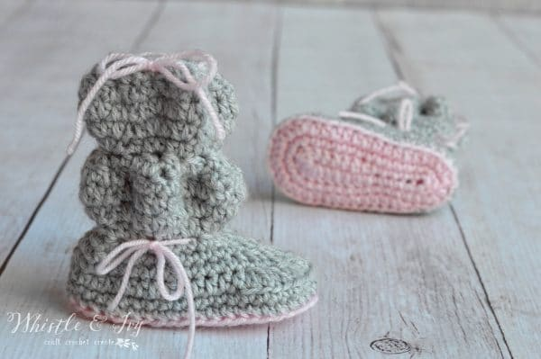 Baby Bubble Booties - Cute and cozy way to keep your little one's feet warm this winter! {Free Crochet Pattern by Whistle and Ivy}