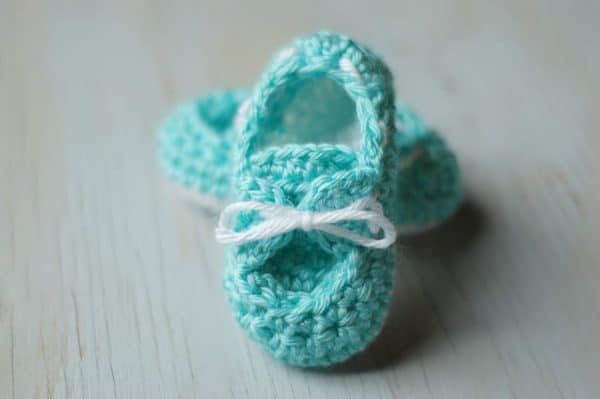 Crochet Pattern For Baby Boat Shoes : Baby Boardwalk Slip-Ons Crochet Pattern - Whistle and Ivy