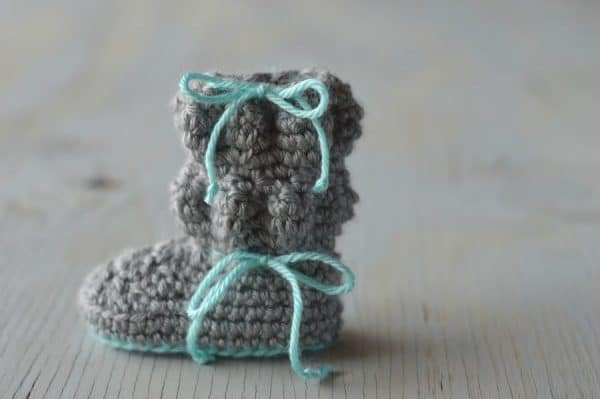 Baby Bubble Boots - Cute and cozy way to keep your little one's feet warm this winter! {Free Pattern by Whistle and Ivy}