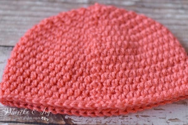 How to crochet a straight seam with hdc stitches - be rid of that bothersome slanted seam! Use this easy tip for creating a pretty, straight seam on all your hdc projects.