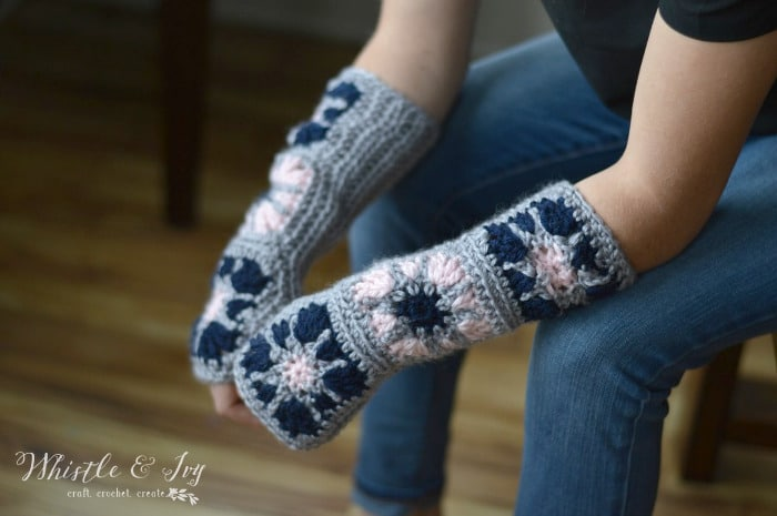 Starburst Granny Square Arm Warmers - Make these beautiful and comfy arm warmers with this free crochet pattern. These pretty arm warmers are very fun to make!