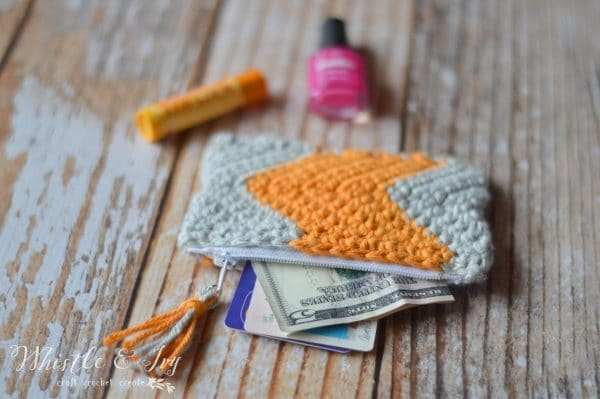 Free Crochet Pattern - Chevron Zipper Pouch | Make this fab chevron pouch, perfect for carrying all your essentials.