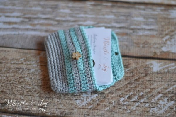 ... around your business cards in this cute crochet business card pouch