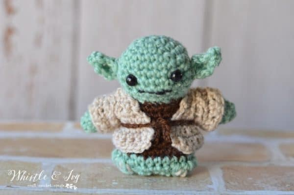 Crochet Yoda Amigurumi - Calling all Star Wars fans! Crochet this adorable (and easy) Yoda Amigurumi. Be sure to make each character, too!
