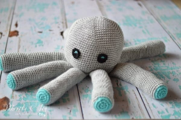 Free Crochet Pattern - Plush Crochet Octopus Amigurumi | Make this adorable and simple crochet octopus plush, the perfect sea friend for any child.