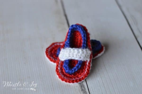 Free Crochet Pattern: Patriotic Baby Flip Flops | Make these adorable sandals for the 4th of July!