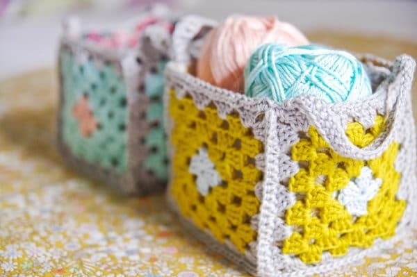 13 Awesome Granny Square Projects - Do you love granny squares? Be inspired but these 13 projects ideas for granny squares.