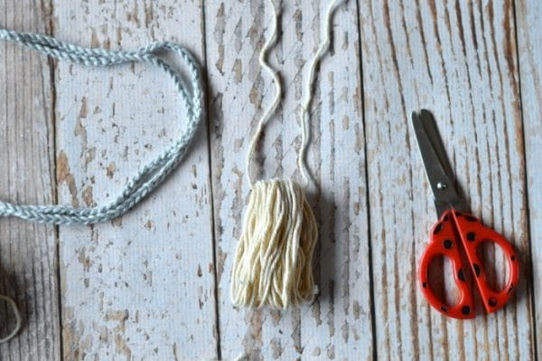 FREE Crochet Pattern: Make this fun (and EASY) boho crochet tassel necklace! It's a perfect beginner project with a pretty result.