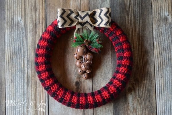 FREE Pattern: Crochet Plaid Wreath | This rustic and trendy crochet buffalo plaid wreath is a perfect addition to your holiday decor!