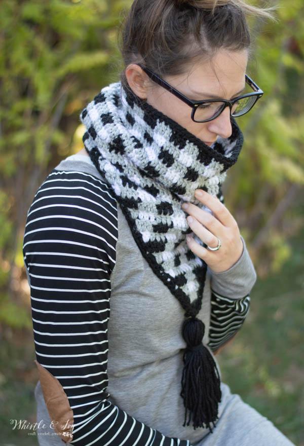 croche triangle cowl scarf buffalo plaid crochet pattern