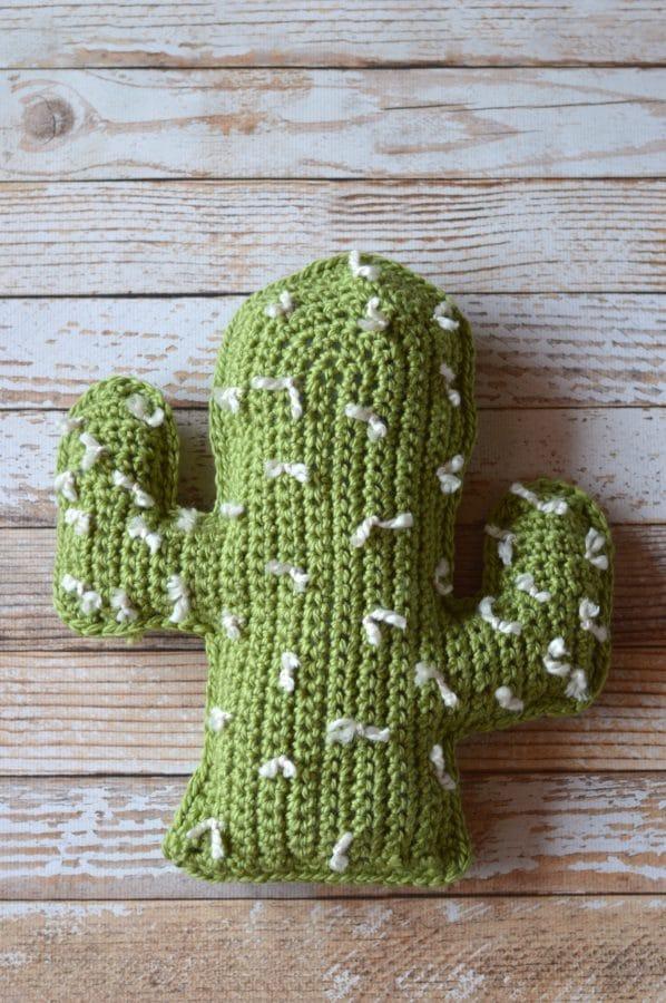 FREE Crochet Pattern: Chunky Saguaro Cactus Pillow