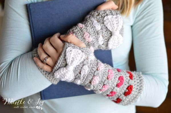 pretty crochet heart stitch arm warmers in pink ombre coloring