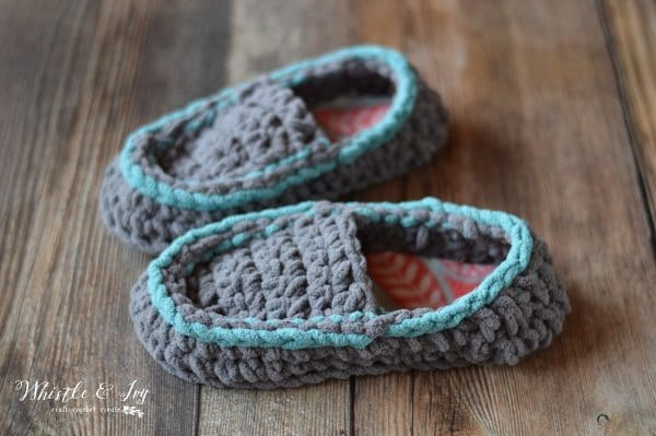 Free Crochet Pattern: Quick and Cozy Crochet Slippers | Slip your feet into these chunky, cozy crochet slippers. SO comfy and they are a very QUICK project!