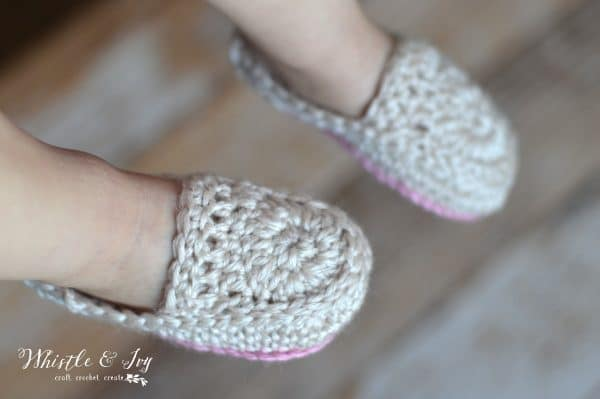 FREE Crochet Pattern: Crochet Baby Loafer Booties | Super cute loafer slippers for baby! Be sure to make a pair for mama too!
