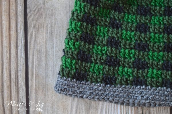 Crochet Pattern: Top Down Crochet Plaid Hat | Make this pretty and trendy buffalo plaid hat in the round!