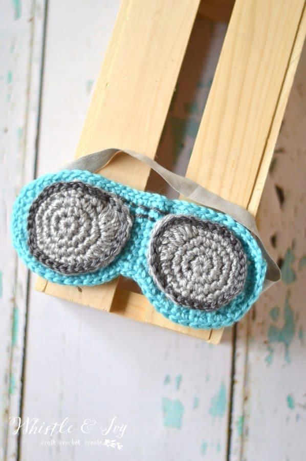 FREE Crochet Pattern: Crochet Aviator Sleep Mask | Drift off to sleep easily and comfortable with his trendy sleep mask that looks like aviator sunglasses!