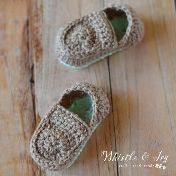 crochet pattern for baby loafer booties, cute gift idea for baby shower, simple and cute crochet baby shoes