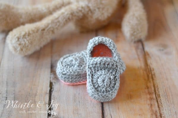 Cute crochet baby booties crochet pattern for baby shoes, baby loafer crochet pattern