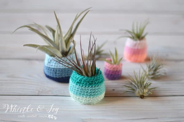 12 FREE Beginner-Friendly Crochet Patterns: If you are thinking of learning to crochet, try one of these fun and trendy patterns!