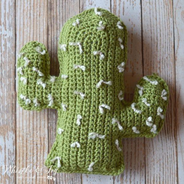 Free Crochet Pattern for chunky crochet cactus pillow