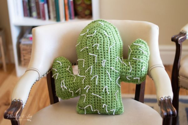 desert chic southwestern decor crochet pattern cactus pillow