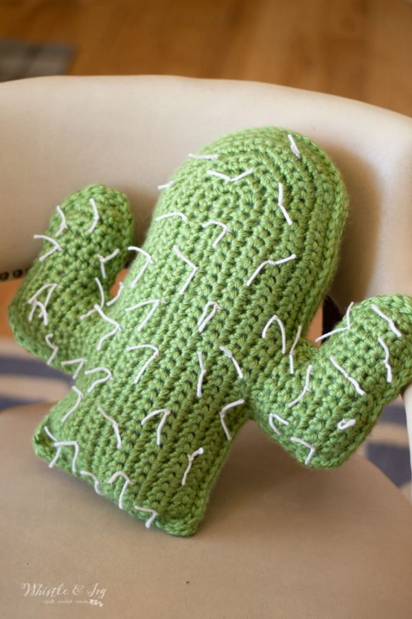 free crochet pattern cactus desert pillow