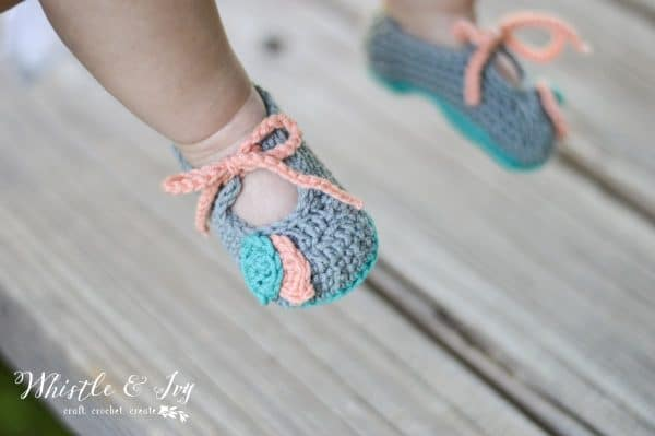 FREE Crochet Pattern: Crochet Petal Princess Baby Set | An adorable set for baby featuring beautiful textures and made with super soft Woolly Yarn by DMC. (Sponsored)