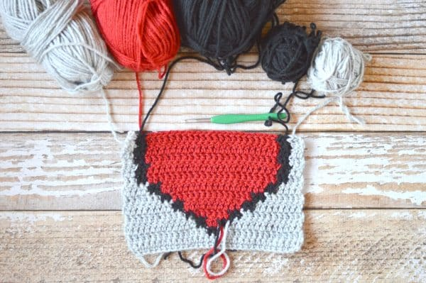 FREE Crochet Pattern: Pixel Heart Afghan Square | This fun square is perfect for your retro crochet afghan blanket, and includes both rounds and rows.