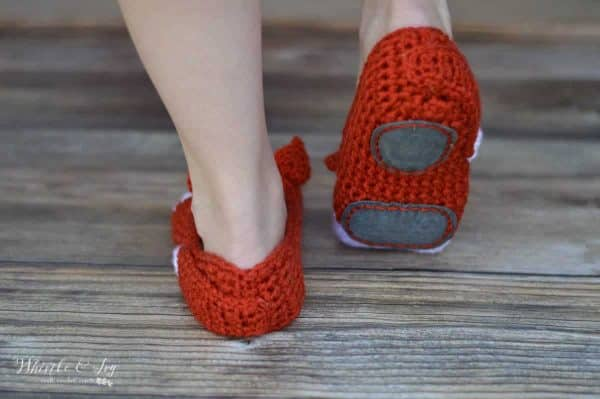 Use leather suede to make crochet slippers non-slip