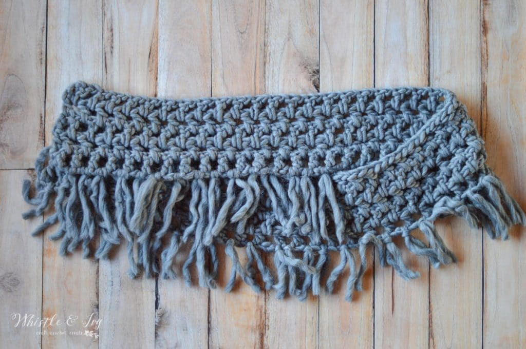folded crochet infinity scarf with bulky chunky wool yarn free crochet pattern