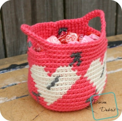 Crochet basket with heart and arrow