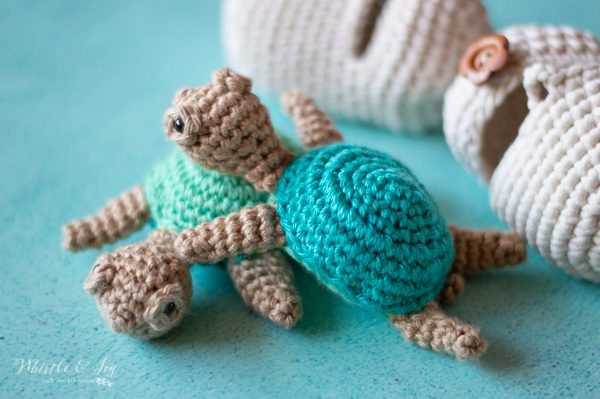 crochet hatching turtles on blue