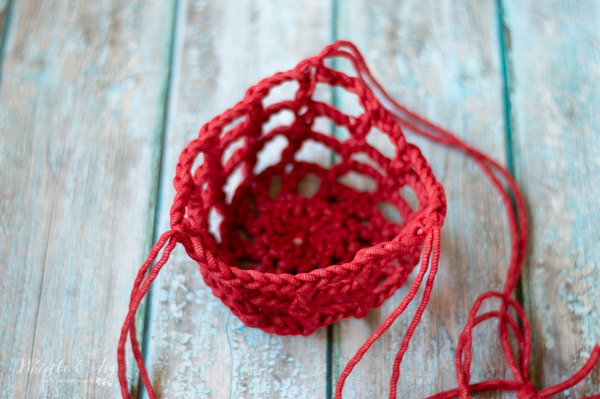 free crochet plant hanger made with outdoor yarn