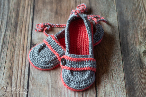 cute crochet slippers with ankle tie free crochet pattern