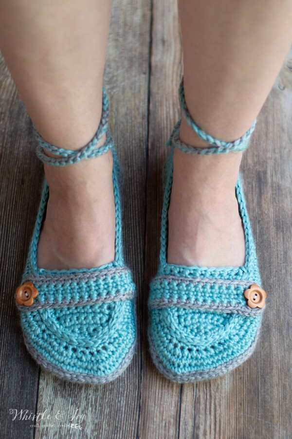 ankle tie crochet slippers with button free crochet pattern