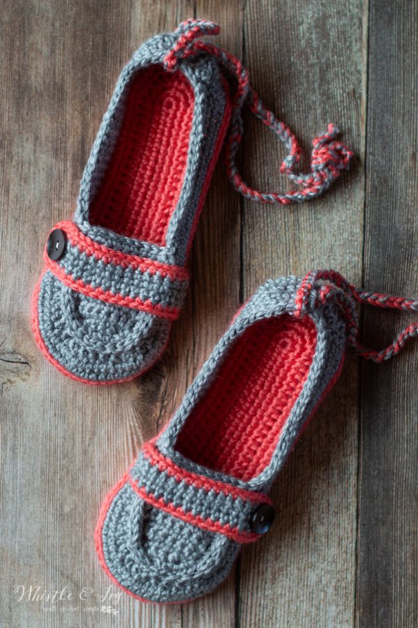 0c4573278a53f Women's Crochet Boat Slippers - Free Crochet Pattern - Whistle and Ivy