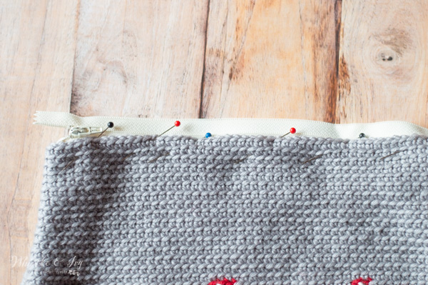 sewing zipper into crochet pouch