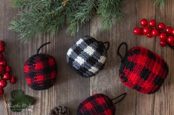 crochet plaid ornaments buffalo plaid free crochet pattern