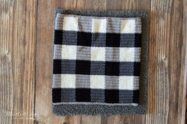 black and white crochet plaid cowl