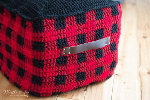 free crochet pattern floor pouf with leather handle