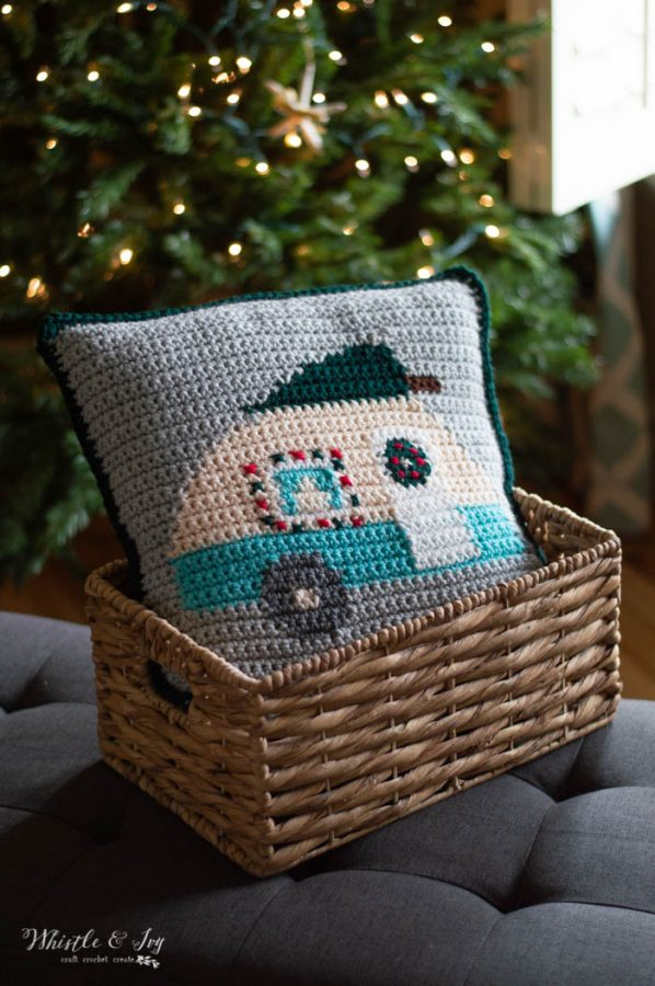 crochet pillow graph darling vintage camper free crochet pattern for Christmas