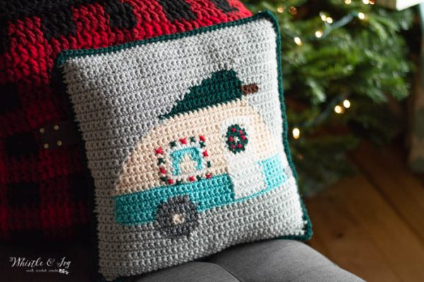 cute camper pillow for Christmas diy free crochet pattern and graph